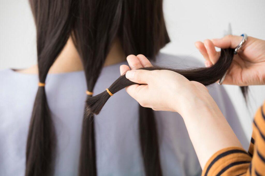 髪を失った子供たちへ自分の髪を贈るヘアドネーションの方法